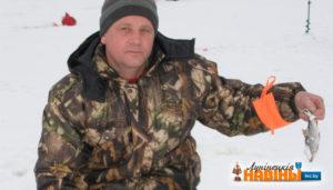 Более 100 жителей собралось на речном канале Микашевичи, где прошло первенстве по зимней спортивной ловле