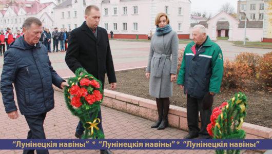 Митинг в честь 101-ой годовщины Октябрьской революции состоялся на площади Ленина в Лунинце