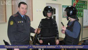 Школьники из агрогородка Полесский примеряли милицейское спецобмундирование