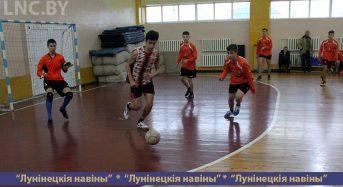 8 команд сразились за выход в финал первенства района по мини-футболу