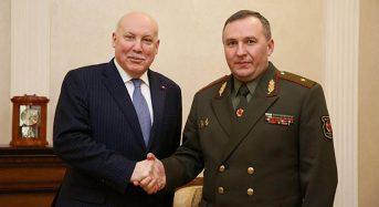 Глава оборонного ведомства Беларуси встретился с российским послом